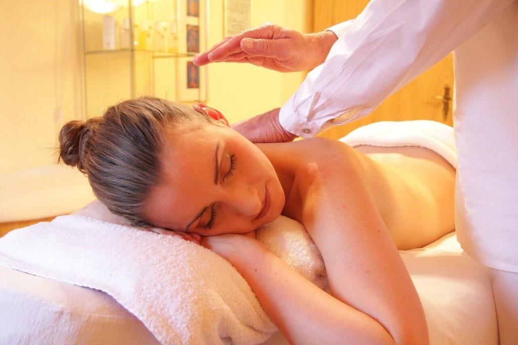 mal-de-dos-soulager-les-tensions-par-un-massage-relaxant