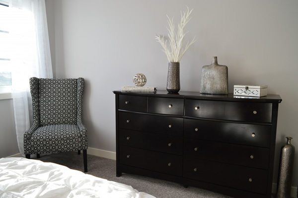 bedroom_furniture_chair_dresser_decor_room_house_home-670075