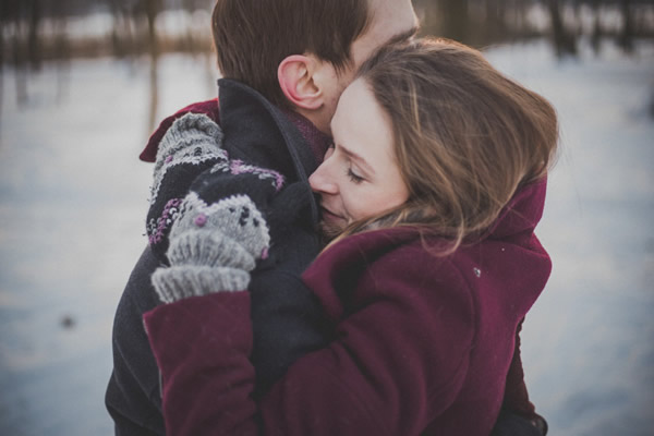 couple hug gugging love