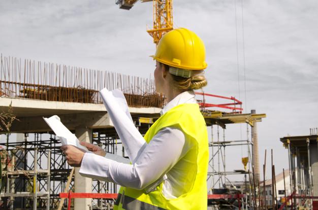 assurance maladie pour une femme travaillant dans le bâtiment